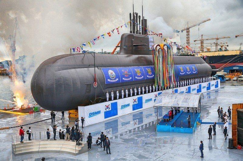 韓國能夠從授權生產轉為自製,是許多人羨慕的對象。但不要忘記其潛艦計畫從1987年就開始,近30年來的歷任政權都能持續支持,才使潛艦產業開花結果。 圖/取自dsme