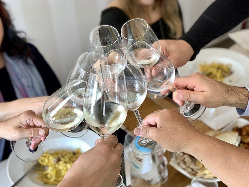 義大利餐桌上總少不了Prosecco氣泡酒。※ 提醒您:禁止酒駕 飲酒過量有礙健...