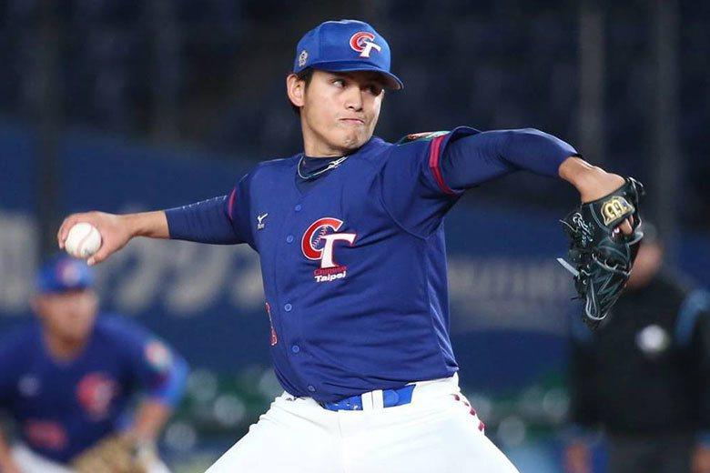 台灣一般旅日球員稍微被改變姿勢,表現就會大受影響,張奕是直接被改為投手,短時間內...