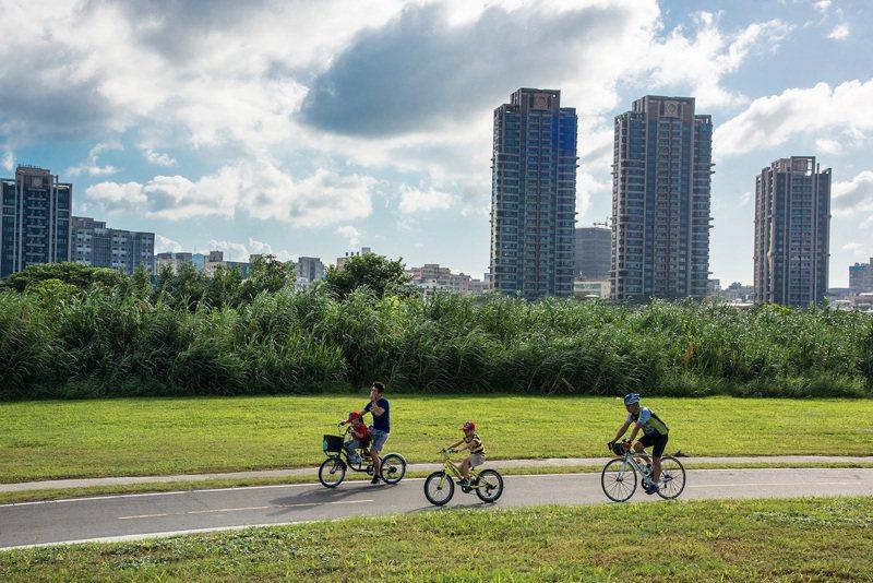「幸福安家」附近有青年公園、華中河濱公園兩大綠地,建案旁還有一座錦德公園,擁有綠...