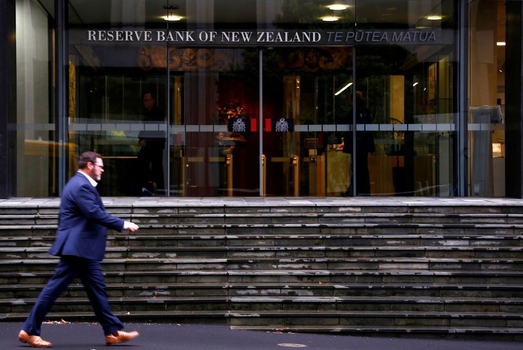 紐西蘭央行今天意外按兵不動。路透