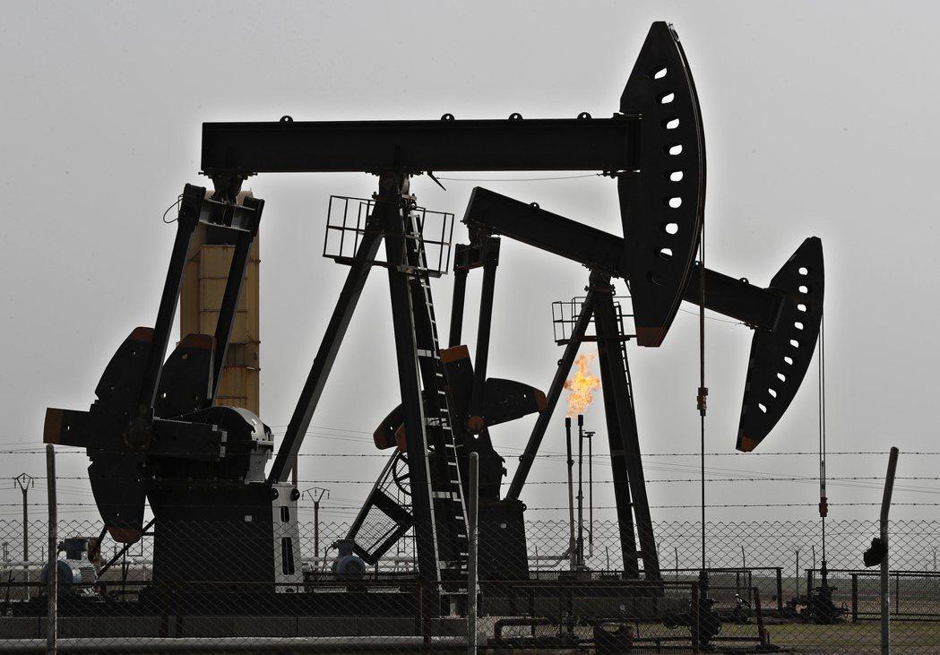 國際能源署預估全球石油需求將在2030年左右觸頂。  美聯社