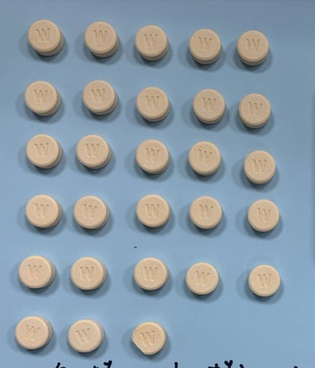 警方查獲安非他命、K他命及嗎啡毒品偽裝藥錠狀(見圖)流入市面,毒品區分顏色、外形...