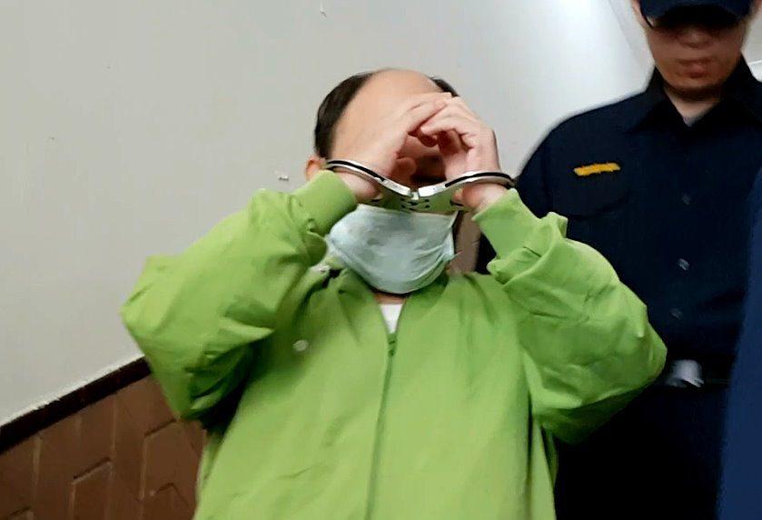 55歲、犯下多起性侵案的男子徐春華,今年5月初深夜在台北市內湖路路邊小解,因萌生...