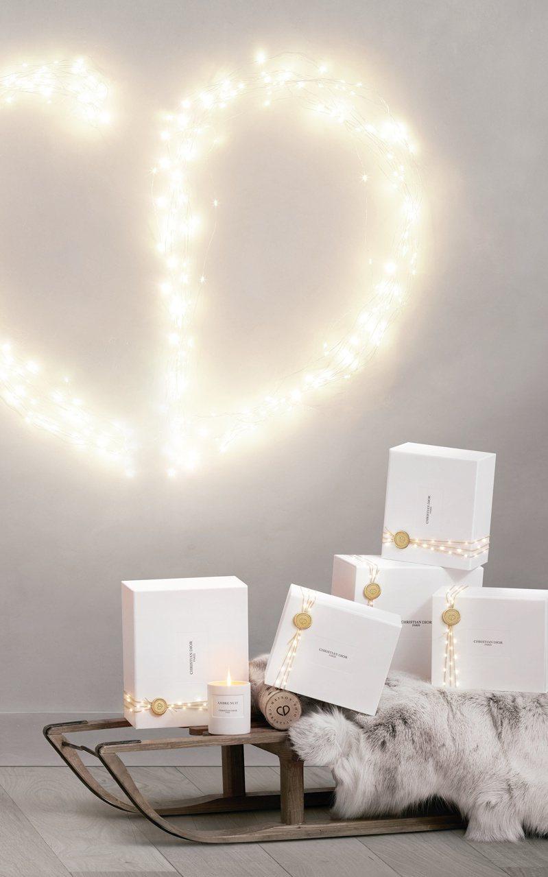 迪奧耶誕倒數日曆中,內含香氛蠟燭,絕美現身。圖/迪奧提供