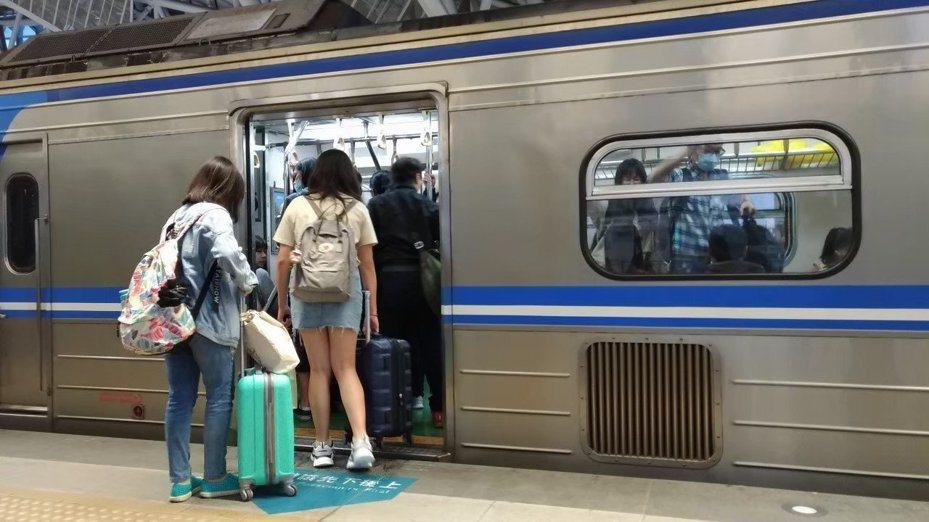 台鐵中里站12月4日起暫停營運。聯合報系資料照