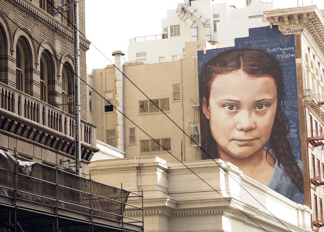 巨大的童貝兒壁畫於舊金山揭幕。歐新社