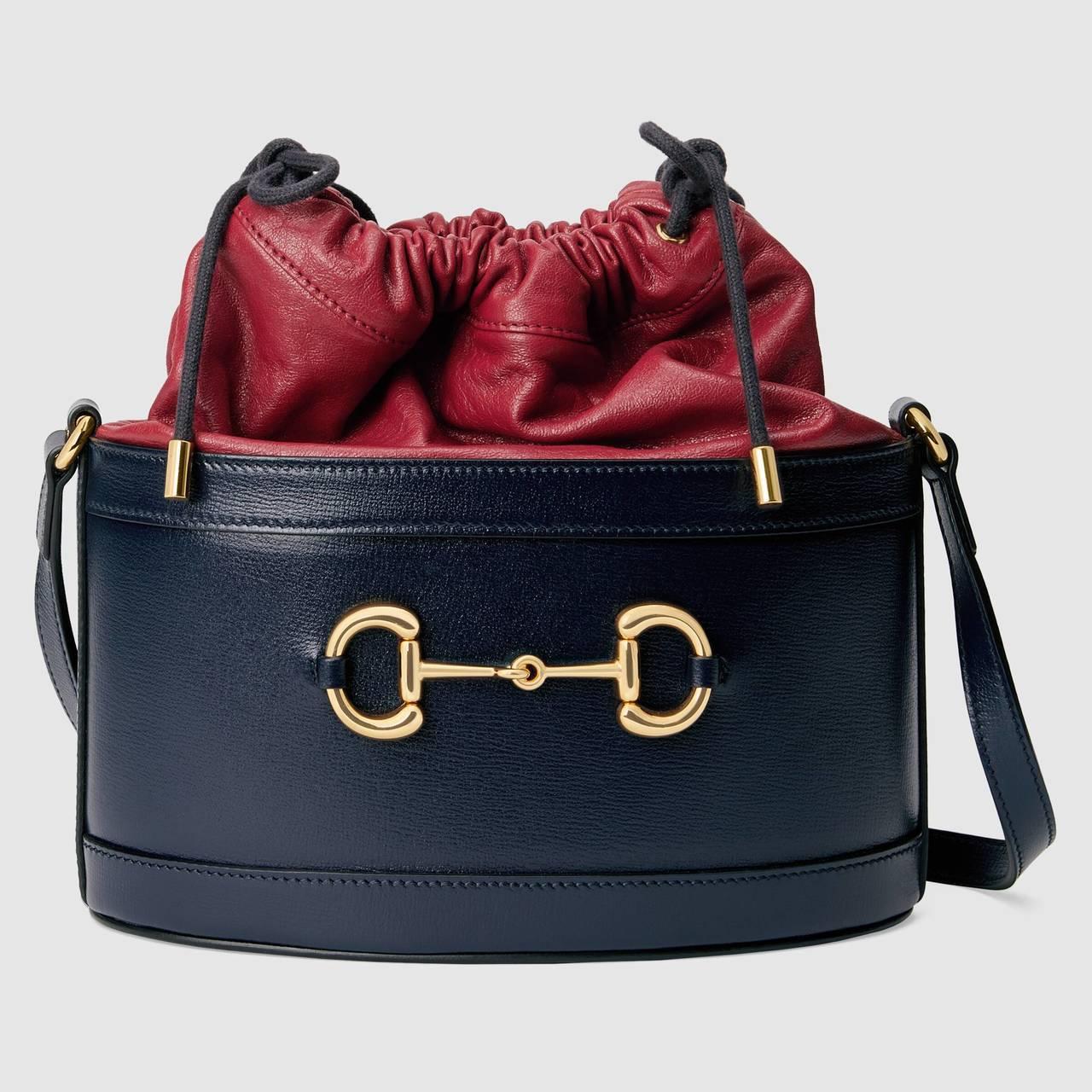 1955 Horsebit撞色雙層馬銜鍊水桶包,67,500元。圖/GUCCI提...