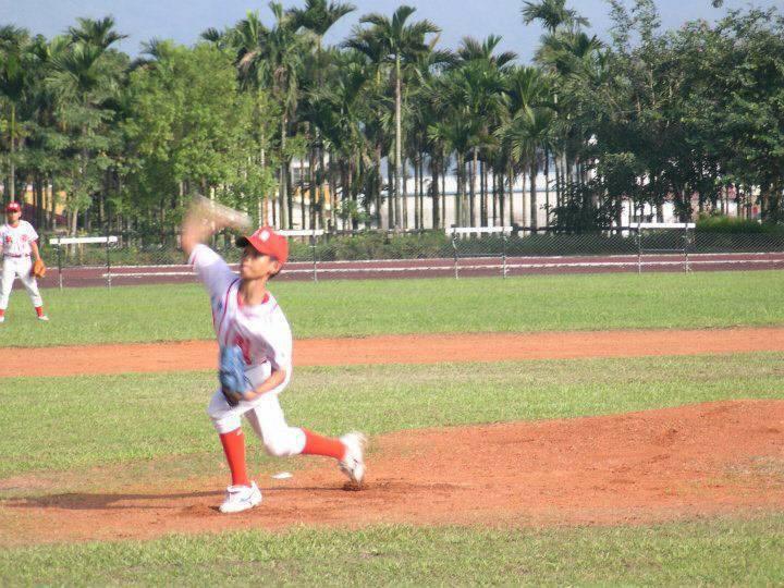 我國旅日棒球好手張奕(右)從小熱愛棒球,國小就到台北讀書打球。圖/張正昌提供