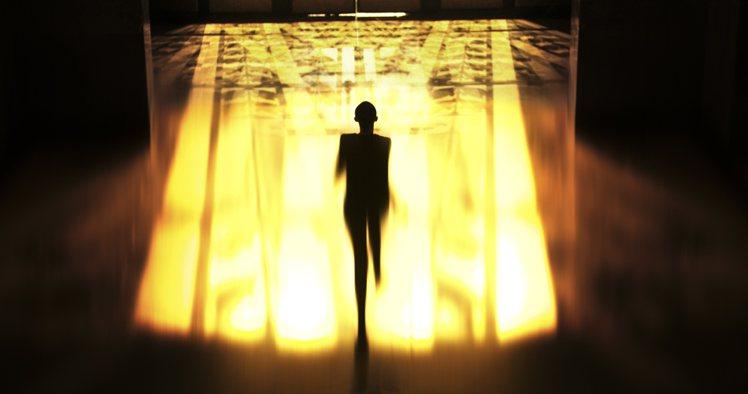 剛曝光的15秒預告裡,雎曉雯走在懸空的鋼絲上,像當今多數的都市人一樣試圖尋找人生...
