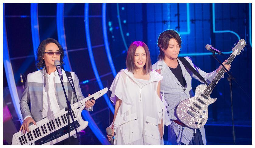 陳建寧(左起)、Lydia與阿沁所組的F.I.R.樂團,日前上陸綜「嗨唱轉起來」