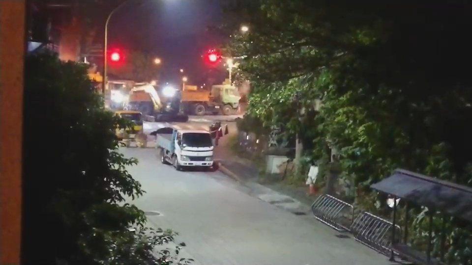 桃園大溪區武嶺橋頭,11日起晚間施工到12點多,還不是傳出吵雜鑽地聲響,擾住戶清...