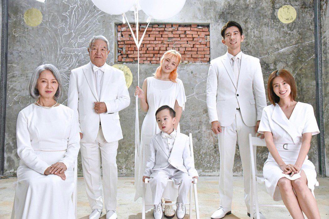 李璇(左起)、丁強、鄭心慈、修杰楷和林予晞。圖/星空飛騰提供