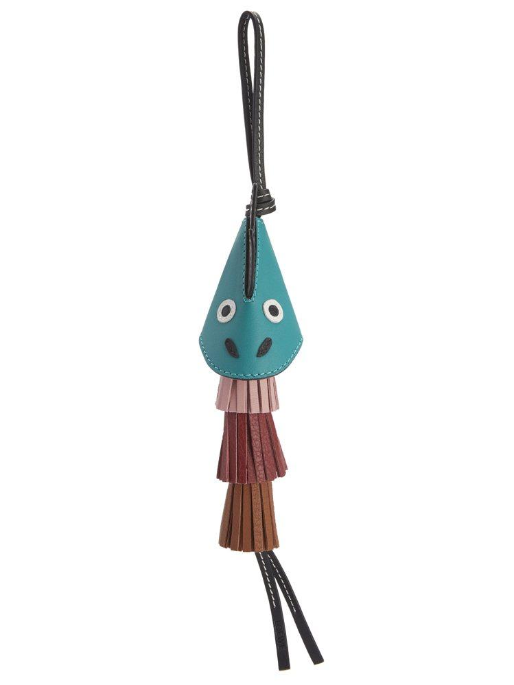Dragon祖母綠小牛皮流蘇吊飾,售價19,000元。圖/LOEWE提供