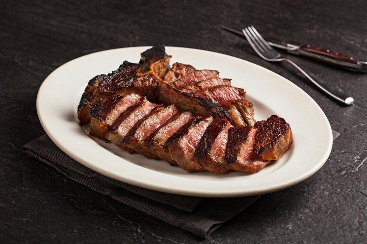 100天乾式熟成牛排。圖/美福乾式熟成牛排館提供