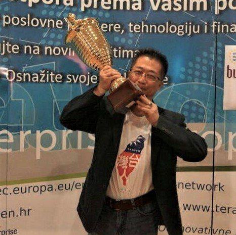鄧鴻吉多次獲得國際發明大獎。圖/鄧鴻吉提供