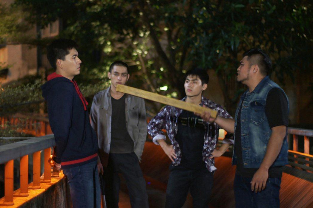 王傳一拍戲被打太逼真,遭民眾誤會有人鬥毆而報警。圖/東森提供