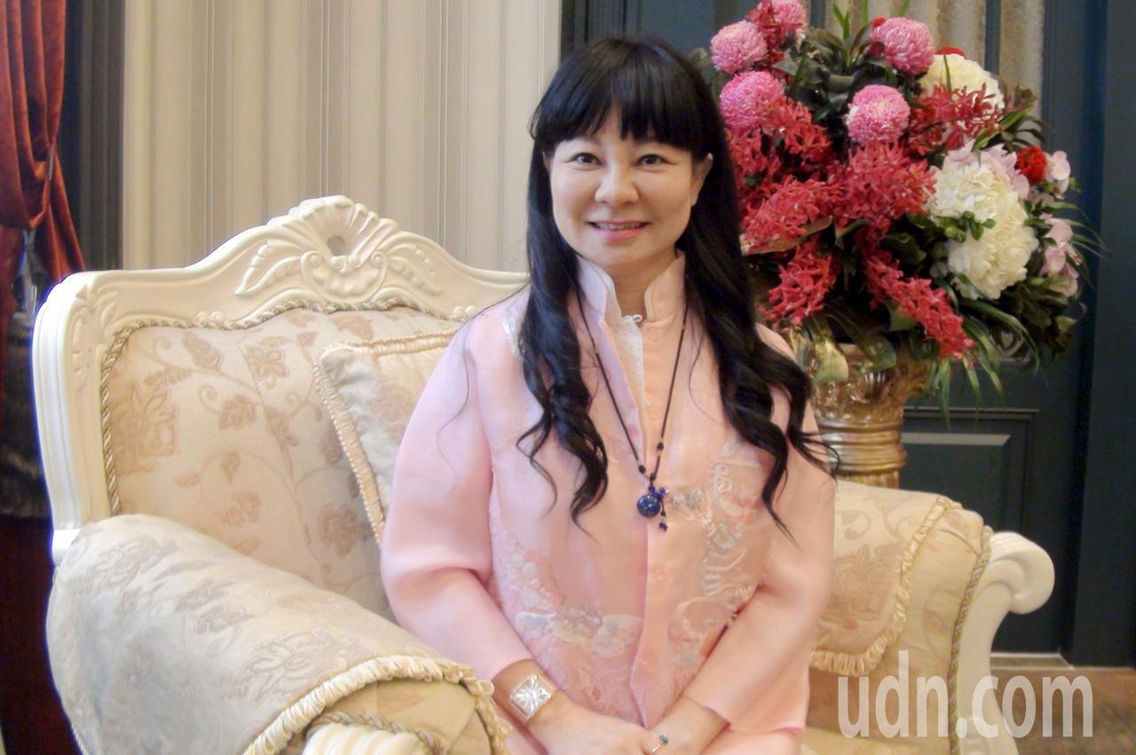 沐華集團總裁洪若萍憑著一支牛角板,一瓶乳霜四處替客人理療,奮鬥20年建立起自己的...
