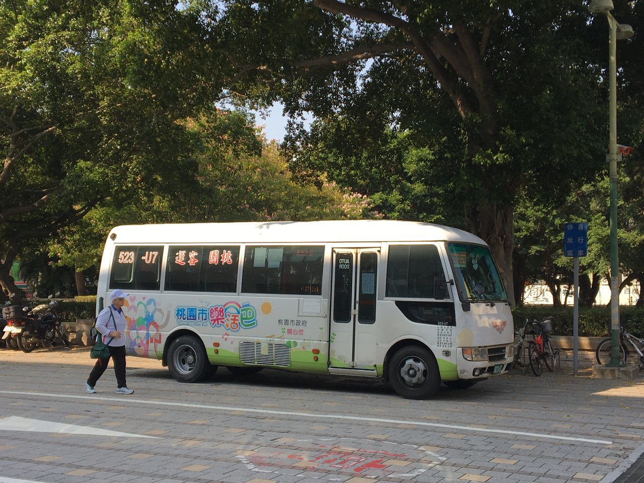 桃園免費公車「樂活巴」現有88條路線,由於部分路線載客率低,交通局有意裁撤。記者...