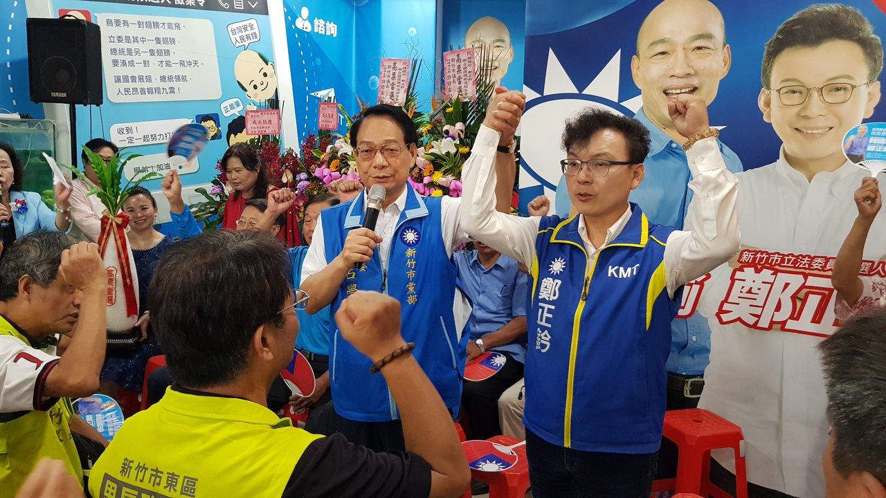 國民黨中常委呂學樟(右二)對未被列入不分區立委名單感到不公,但強調仍會全力輔選。...