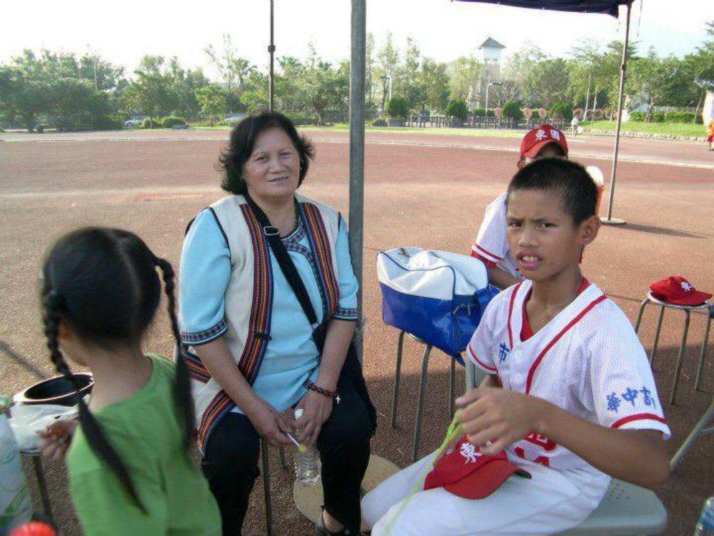 張奕(右)也是台東陽家班的一員,國小3年級就到台北讀書、打球。 圖/張奕父親張正...