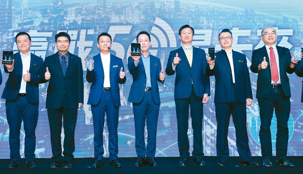 三星電子在台舉辦「贏戰5G星未來」活動,台灣三星總經理李大成(左四)、 國家通訊...