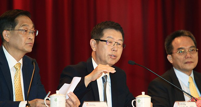 鴻海董事長劉揚偉(中)。記者陳正興/攝影