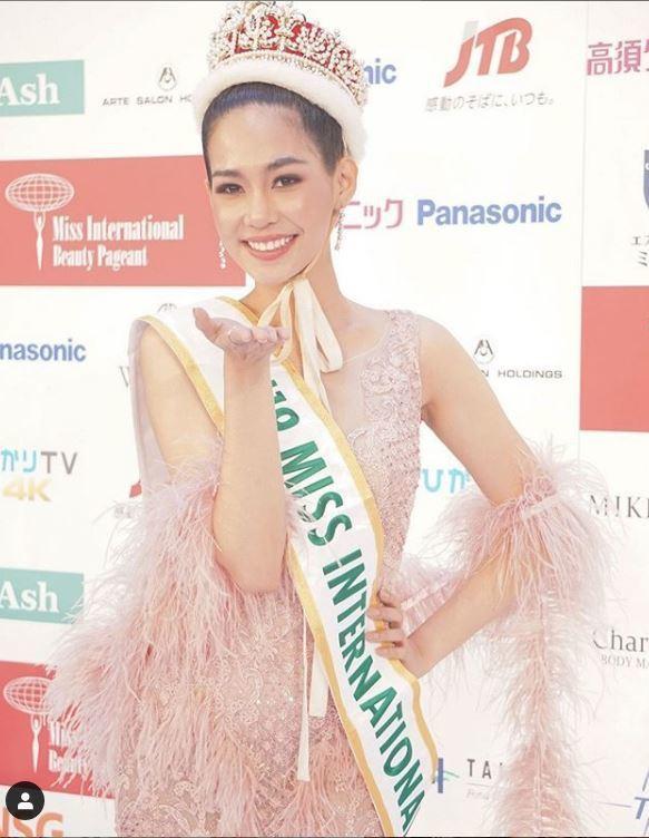 25歲的泰國藥師詩麗通12日摘下國際小姐后冠。(取材自Instagram)