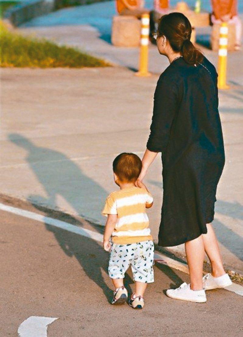 衛福部預告修法放寬規定,保障家有幼兒的保母工作權,保母整體年齡有機會降低。 圖╱聯合報系資料照片