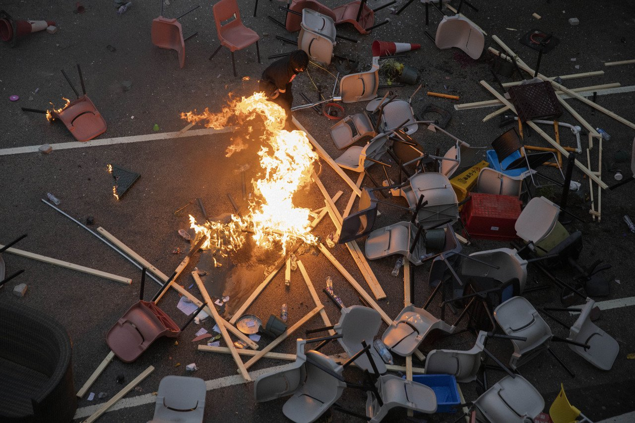 香港多所大學的學生發起罷工、罷課和罷市的「三罷」,觸發新一輪「反送中」運動。 美...