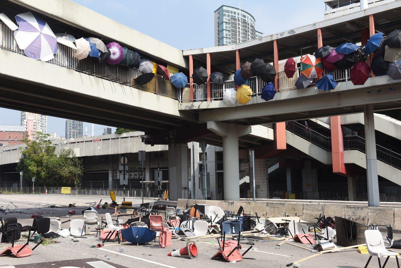 香港數間大學的校園近來成為反送中抗議者和警方衝突的戰場。由於暴力情勢無平息跡象,...