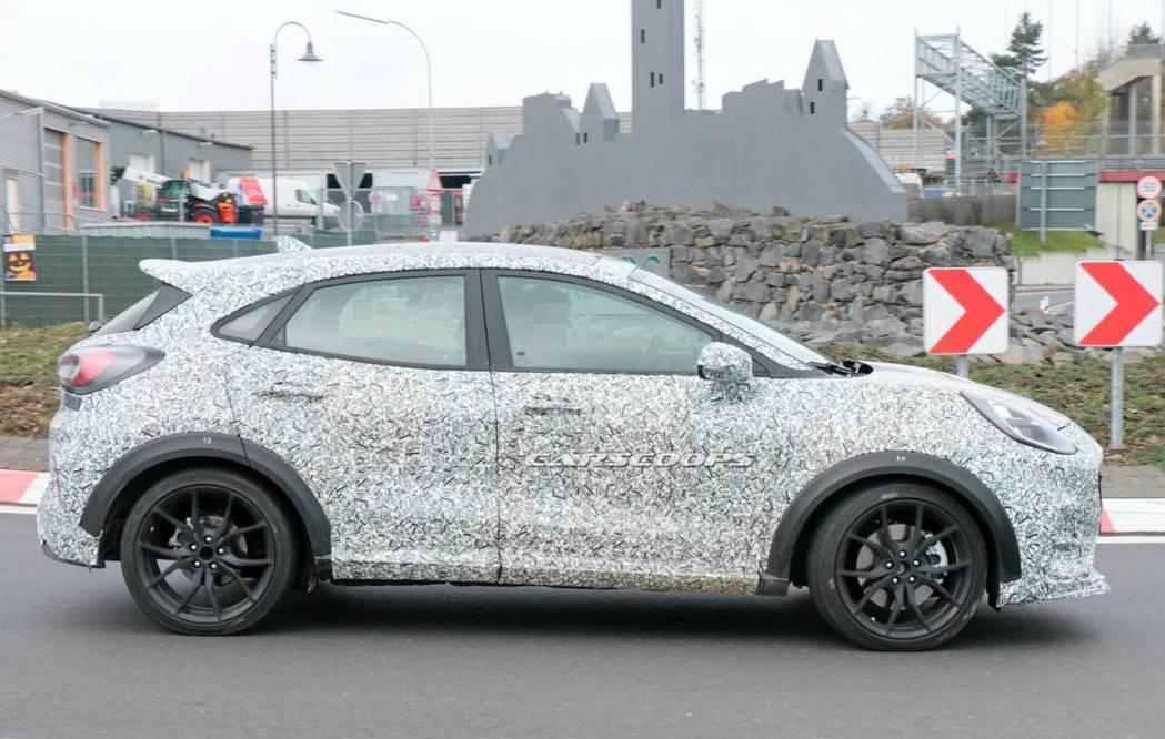 Ford Puma ST預計最快有望在明年日內瓦車展亮相。 圖/摘自carsco...