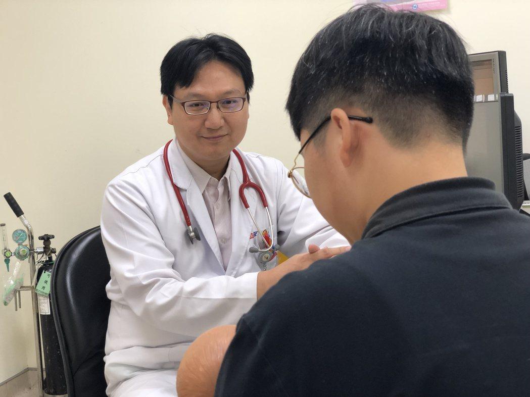 光田綜合醫院兒科醫師黃中明日前意外在門診發現因皮膚疹就醫的病童罹患腎病症候群。 ...
