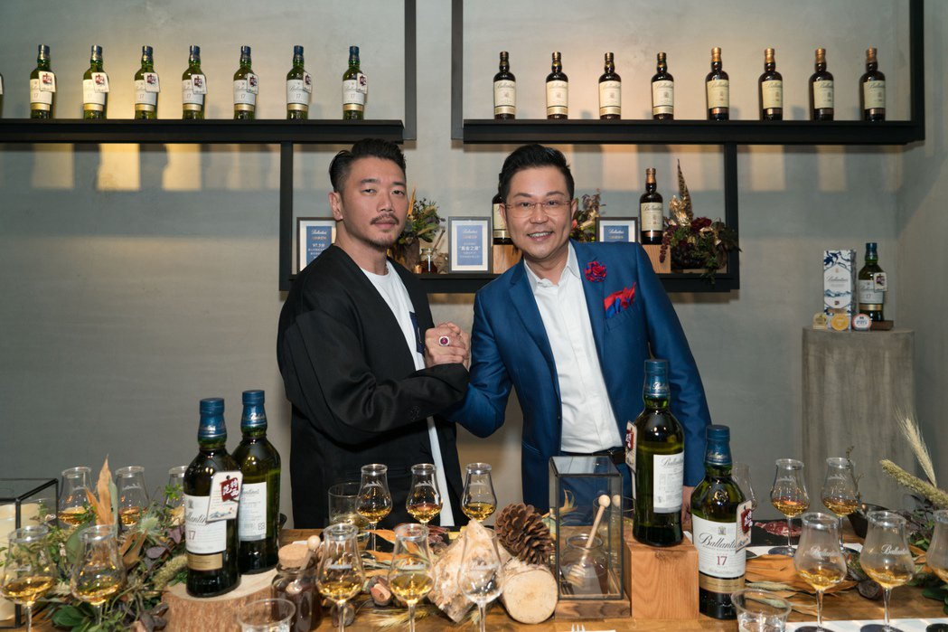 (左起)PHANTACi品牌總監Ric、保樂力加董事總經理王德勤Terence-...