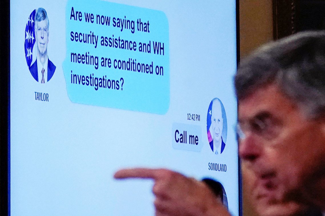 泰勒的新例證指出,川普確實有透過管道施壓烏克蘭、進行對政敵拜登的調查。泰勒在聽證...