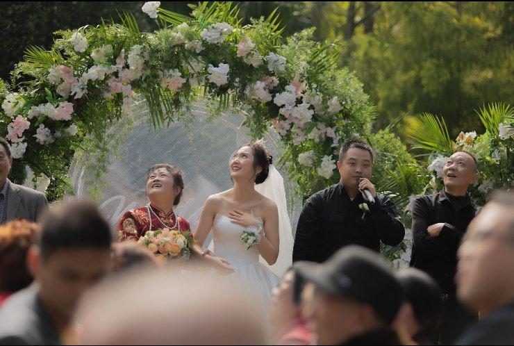 王姓新娘事後表示,對於丈夫準備的驚喜感到難以置信。圖取自/搜狐新聞圖片