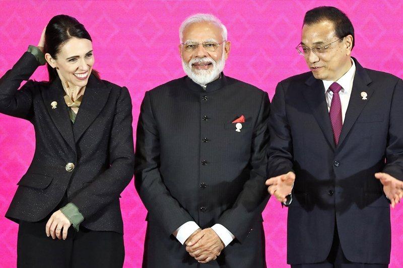 左起紐西蘭總理阿爾登,印度總理莫迪,中國國務院總理李克強。攝於11月4日,RCE...