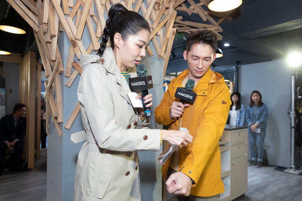 藝人溫昇豪穿著HAKERS哈克士戶外全系列服飾,包括防水外套、條紋天絲發熱衣、及...