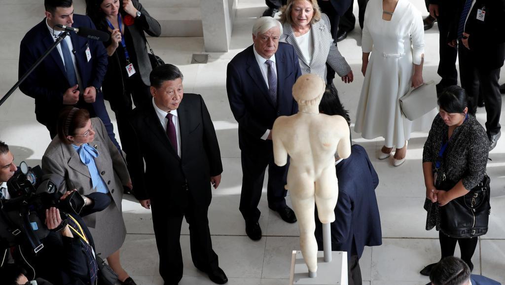 希臘總統帕夫洛普洛斯陪同中國國家主席習近平參觀雅典衛城博物館2019年11月12...