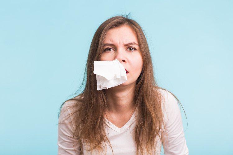 很多人都有感冒鼻塞的經驗,鼻子不暢通,導致白天上班無法集中精神、晚上也睡不著。圖...