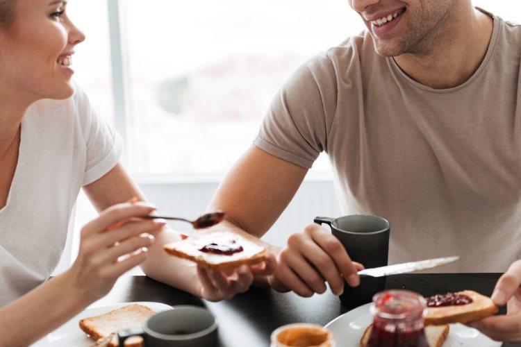早餐學問大,不僅是一天元氣的開始,養成吃早餐的好習慣,更可以維持血糖水平,減少糖...