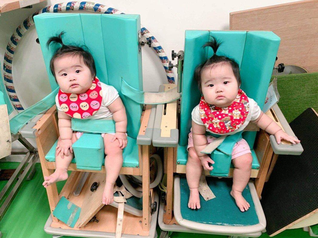 29歲官小姐雙胞胎寶寶31週時提早報到,出生體重不滿1500公克,在早產兒基金會...