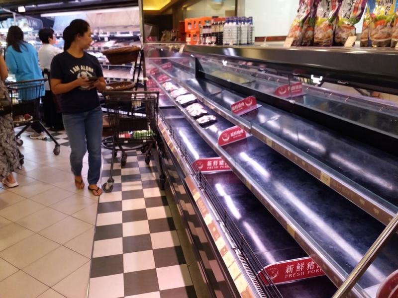 香港部分地區超市食品13日遭搶購一空。(取自香港大公網)