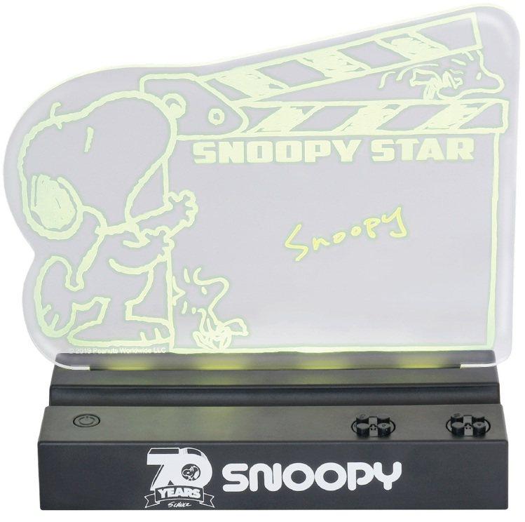 11月20日下午3點起開放預購的7-ELEVEN史努比「限量LED變色留言板」,...