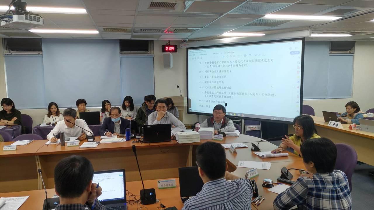 環保署環評專案小組今天初審「桃園國際機場第三跑道報告書」,該案是台灣史上最大區段...
