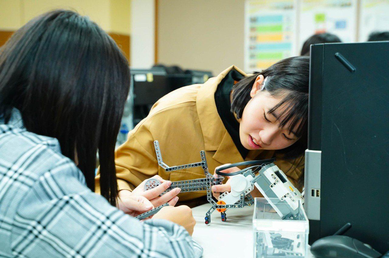 大華科技大學將投入智慧製造系與智慧車輛與能源系發展,系所正式開課前,日本大阪府立...