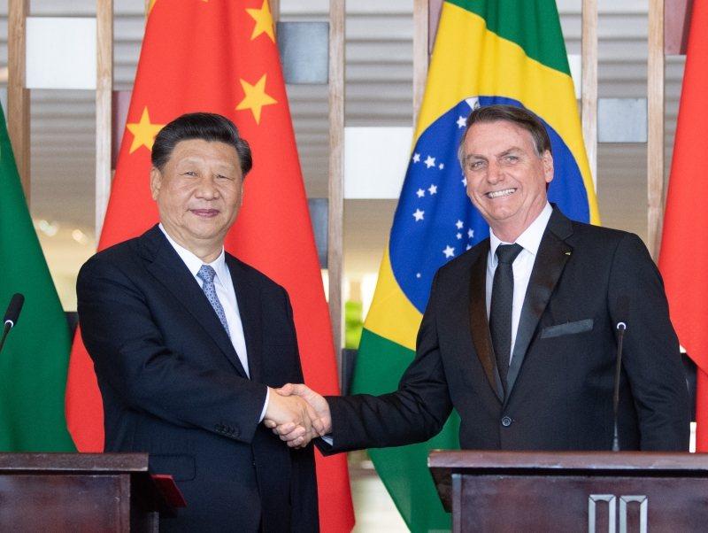 大陸國家主席習近平與巴西總統波索納洛舉行會面。圖/取自新華社