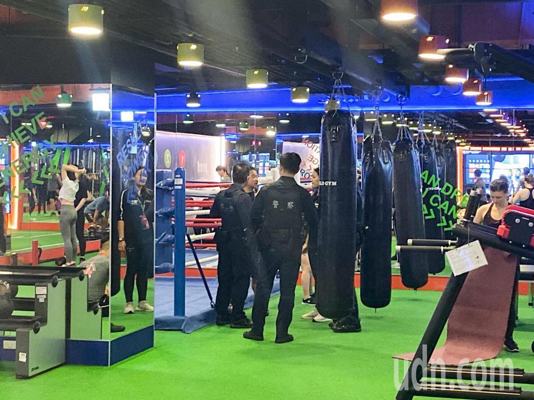 World Gym世界健身俱樂部民權西店,發生翁姓會員21萬名錶遭竊案,警方獲報...