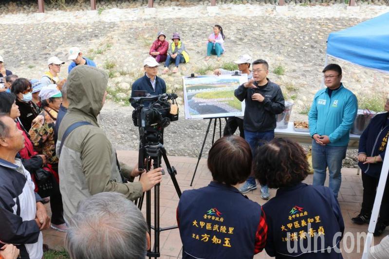立法院副院長蔡其昌今天和相關單位參加大甲溪堤岸公園啟用典禮,他爭取2000多萬元完工。記者游振昇/攝影