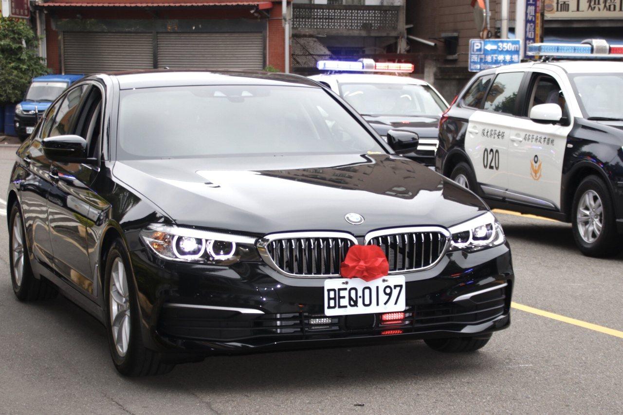 桃園市警局近10年來首度以1720萬元買進7輛BMW 530i警用車。記者曾健祐...